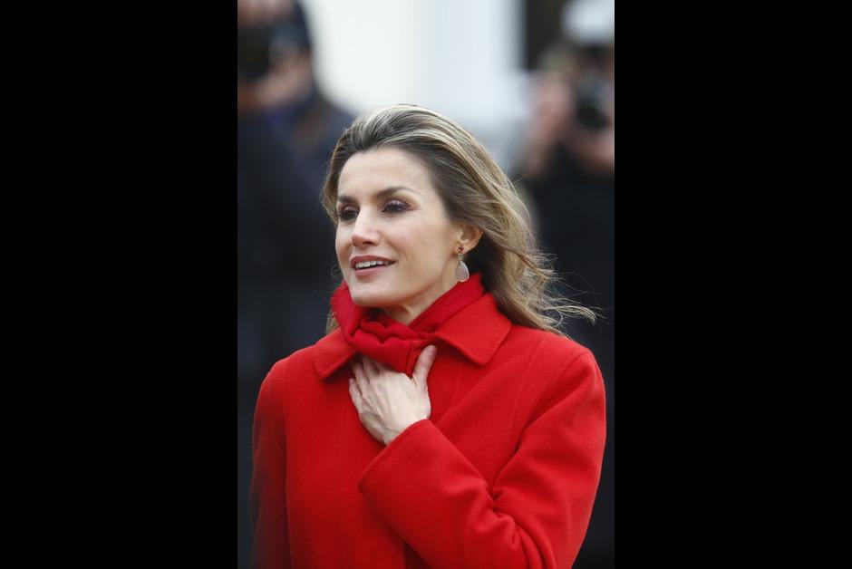 Δείτε τις υπόλοιπες φωτογραφίες με τις κυρίες που τιμούν το κόκκινο στο  slideshow 3fd36a08043