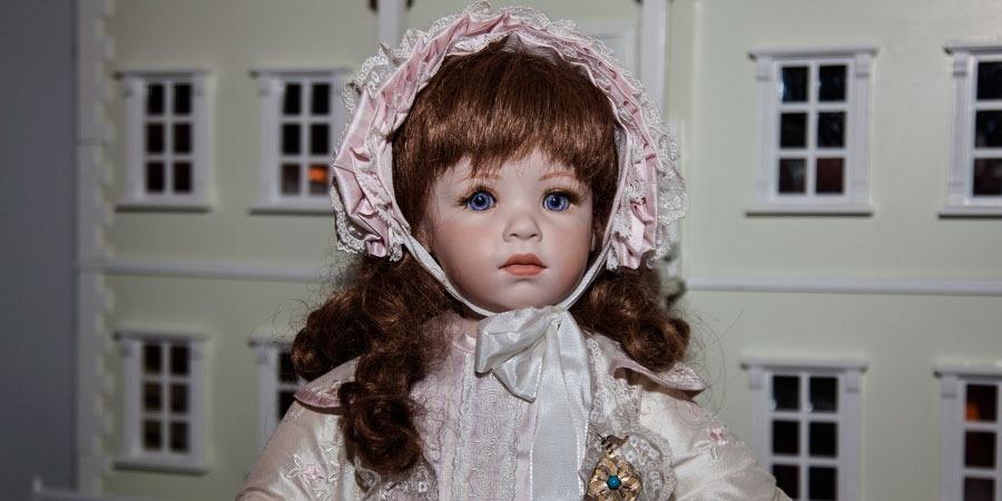 Αυτές είναι οι κούκλες «Ερατώ» κι αυτή είναι η δουλειά που έχει να  επιδείξει η κ. Ζαχαράκη. Και η ενασχόλησή της με την κούκλα δεν είναι θέμα  επιβίωσης 86de32e63a6