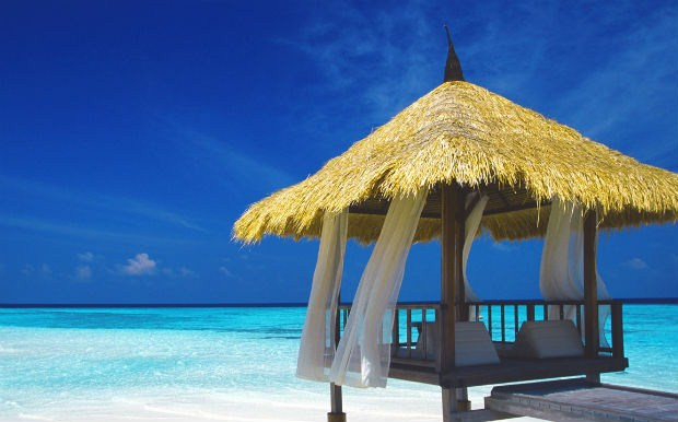 27234d4069d7 Ψιλή άμμος και πεντακάθαρα γαλαζοπράσινα νερά είναι το σήμα κατατεθέν των  Μαλδίβων