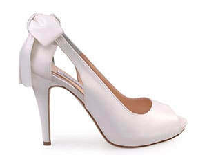 836cb5b50eb Ακολουθούν 40 υπέροχες προτάσεις για νυφικά παπούτσια από γνωστά  καταστήματα υποδημάτων, σύμφωνα με το beautetinkyriaki.gr