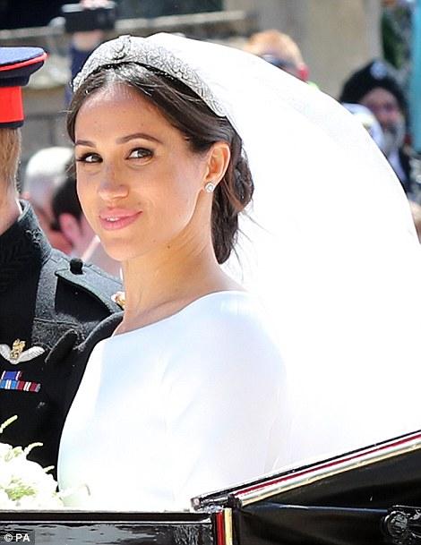 48c72f4db6 Meghan Markle  Την τιάρα της βασίλισσας Mary φόρεσε στον γάμο της με ...