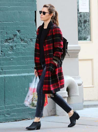 b60fd1b3d3 Οι συνδυασμοί με καρό ρούχα που ακολουθούν θα σας βοηθήσουν να πάρετε ιδέες  για το πως να φορέσετε αυτό το όμορφο μοτίβο