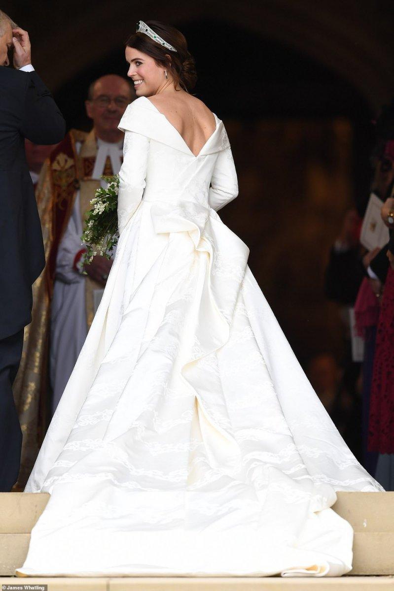 1c68eb0150c5 Γάμος Πριγκίπισσας Ευγενίας: Τι φόρεσαν τα παρανυφάκια George ...