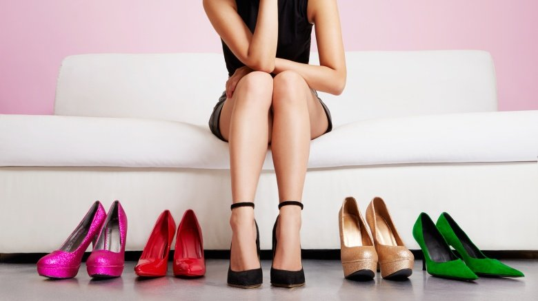 Σημαντικό ρόλο στην άψογη και θηλυκή εμφάνιση μιας γυναίκας με τακούνια  παίζει και η στάση του σώματος. Είναι λοιπόν καθοριστικής σημασίας να  διατηρείτε την ... d0b5964fde3