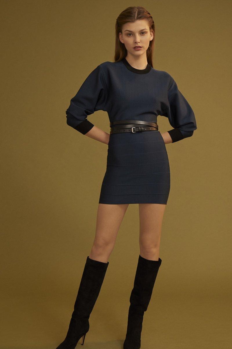 e87c5bdab424 Όπως θα δείτε η νέα του συλλογή αποτελείται από φορέματα υψηλής ραπτικής,  ενώ το κύριο χαρακτηριστικό τους είναι τα κρόσια και τα έντονα χρώματα.