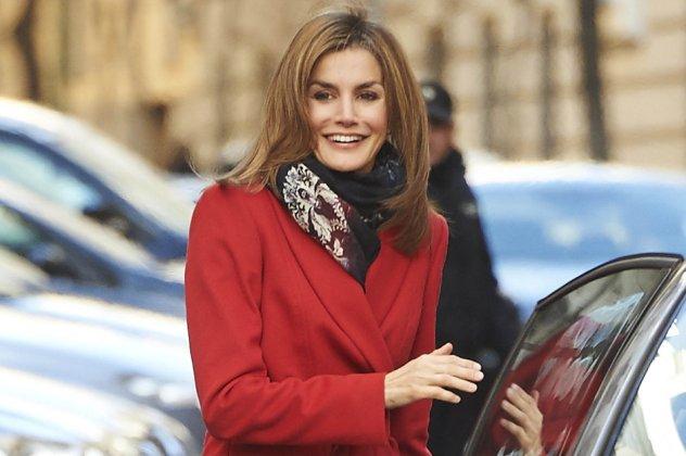 Τα θαυμάσια κόκκινα πανωφόρια των εστεμμένων κυριών της Ευρώπης  Από την  Kate στην Λετίσια της Ισπανίας! (slideshow)  445b4c28778
