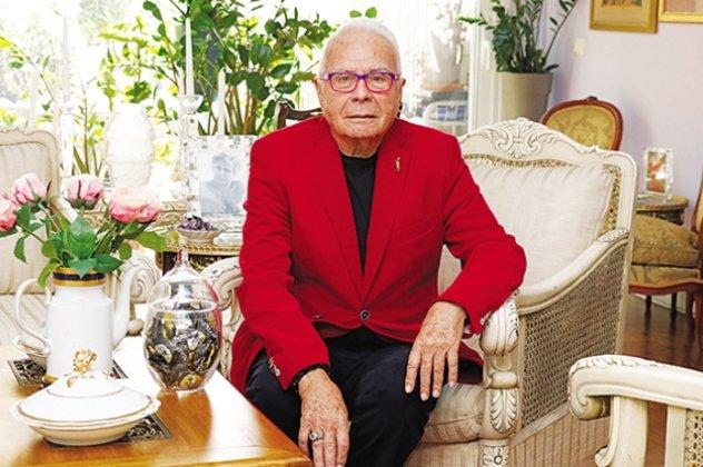 Ο Φιλήμων στα 84 μιλάει για όλες  Η Μπαζιάνα νόστιμη με ωραία πόδια ... 3bf2b135c6b