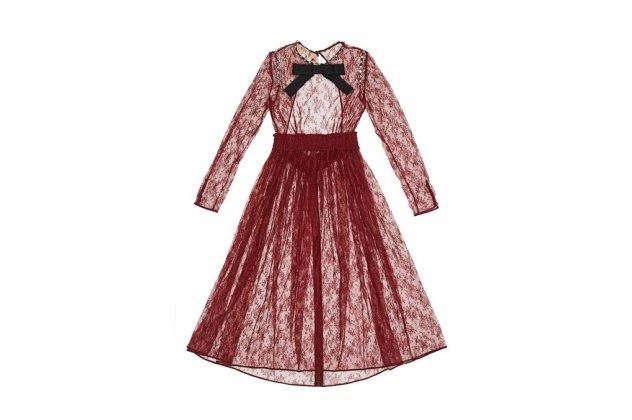 Η Vogue προτείνει 47 φουστάνια για τα Χριστούγεννα   Από 69 ευρώ της Zara  έως 4.500 ευρώ της Rochas (ΦΩΤΟ)  1299485ad03