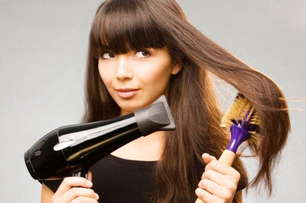 Το πιστολάκι αποτελεί ένα από τα σημαντικότερα εργαλεία στο φορμάρισμα και  το χτένισμα των μαλλιών. Δεν χρησιμοποιείται μόνο για να τα στεγνώσει 815ad9dbda2