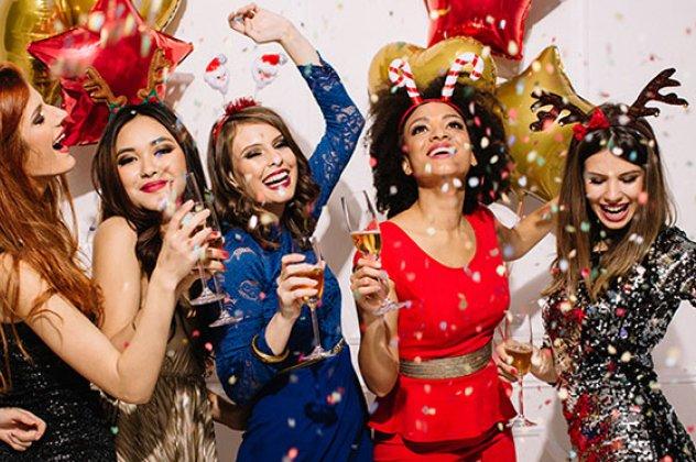 a03ad73600da 50+1 ιδανικές προτάσεις για το βραδινό ντύσιμο σας στα ρεβεγιόν θα λάμψετε  χωρίς να γίνετε χριστουγεννιάτικο δέντρο (ΦΩΤΟ)