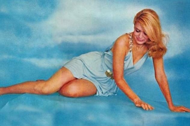 H ωραιότερη φωτογραφία της Μελίνας Μερκούρη - 60's σε γαλάζιο ουρανί (ΦΩΤΟ)   eirinika.gr