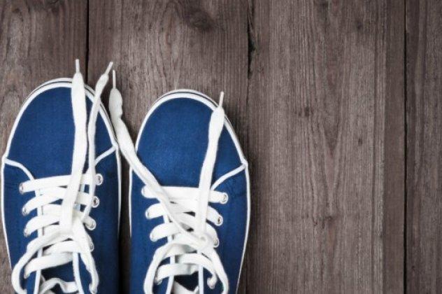 d45a4fc7aba Τι πρέπει να κάνετε για να μην μυρίσουν ξανά τα κλειστά παπούτσια ...