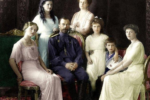 Η Αυτοκρατορική Οικογένεια Ρομανώφ. Από αριστερά προς τα δεξιά  Μεγ.  Δούκισσα Όλγα 54cfb76ecfc