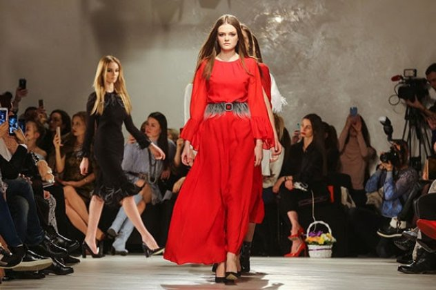 ad2ba8ea3e5 Στις εβδομάδες μόδας για το Φθινόπωρο / Χειμώνα 2018 – 2019 οι σχεδιαστές  των διάσημων οίκων παρουσίασαν τις κορυφαίες τάσεις σε όλους τους τομείς.