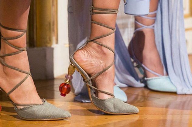 4edc851e59 Άνοιξη   Καλοκαίρι 2019  Τα πιο μοντέρνα   εντυπωσιακά παπούτσια για φέτος  - Φώτο