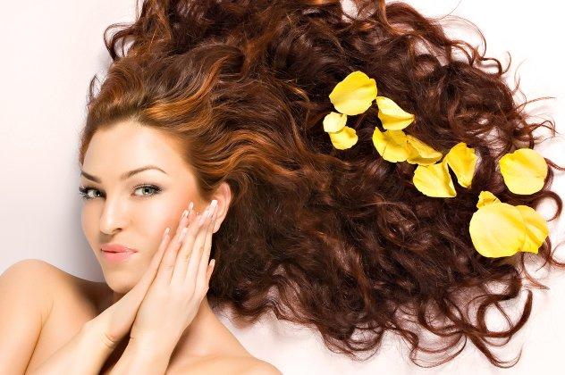 Σωστό λούσιμο  Ιδού μερικά χρήσιμα tips για να λάμψουν τα μαλλιά σας ... f491d514049
