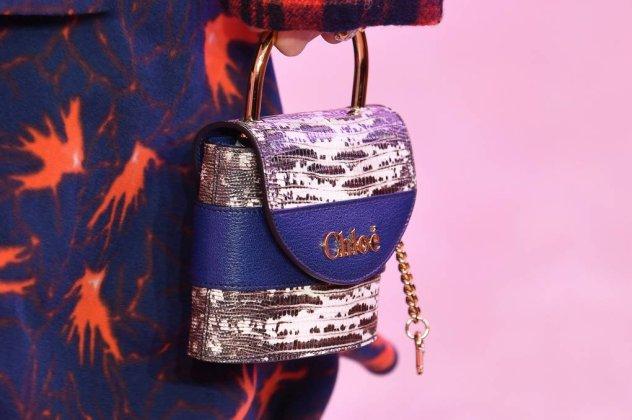 ea57b0bcc5 Φθινόπωρο - Χειμώνας 2019  Η Vogue παρουσιάζει τις πιο μοδάτες τσάντες -  Φώτο