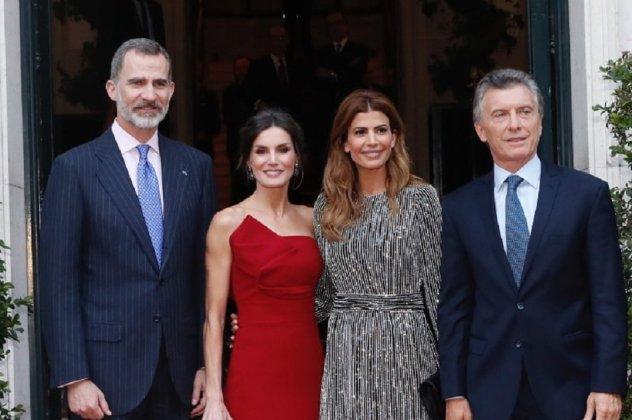 ac9e6e688df4 Μια γαλαζοαίματη οφείλει να είναι πάντα κομψή και εντυπωσιακή και η  βασίλισσα Λετίσια της Ισπανίας το γνωρίζει καλά αυτό. Η Λετίσια βρέθηκε  στην Αργεντινή ...