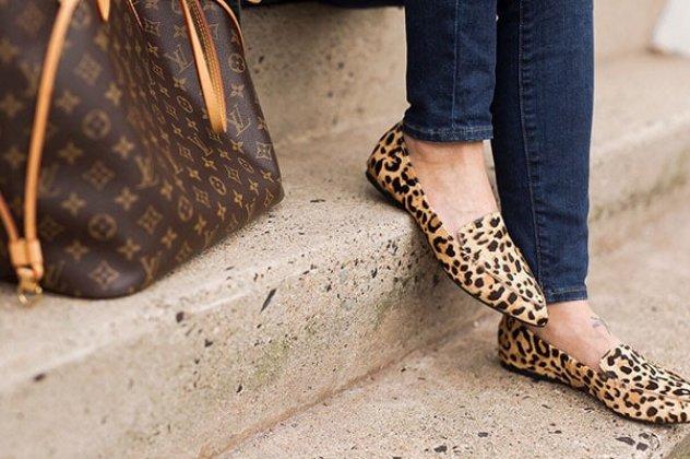 ef0021e55b6 Μπορούν να φορεθούν εύκολα σε κάθε περίσταση, αρκεί τα λεοπάρ παπούτσια που  θα επιλέξετε να ταιριάζουν με το ντύσιμο σας και να μην δημιουργούν μια ...