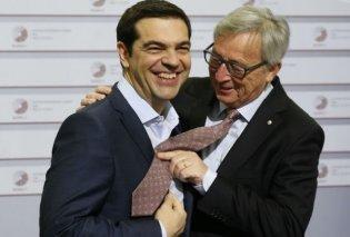 Ο Παυλόπουλος ζήτησε ουίσκι & ο Τσίπρας θα βάλει γραβάτα: Τι είπε μόλις έφυγαν οι κάμερες    - Κυρίως Φωτογραφία - Gallery - Video