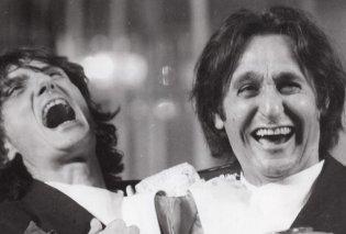 Σωτήρης Μουστάκας και Στάθης Ψάλτης αγκαλιά γελάνε με την καρδιά τους - Ποιος ανέβασε την συγκινητική φωτογραφία - Κυρίως Φωτογραφία - Gallery - Video