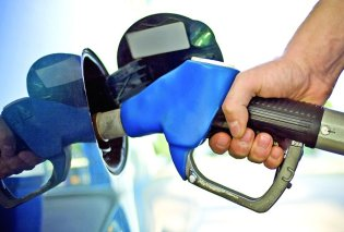 Τρίπολη: Ουρές για τζάμπα βενζίνη - Είχε χαλάσει ο αυτόματος πωλητής σε πρατήριο - Κυρίως Φωτογραφία - Gallery - Video