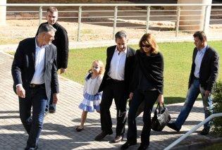Nicolas Sarkozy - Carla Bruni: Με την κούκλα 6χρονη κόρη τους στο Μουσείο της Ακρόπολης (ΦΩΤΟ) - Κυρίως Φωτογραφία - Gallery - Video