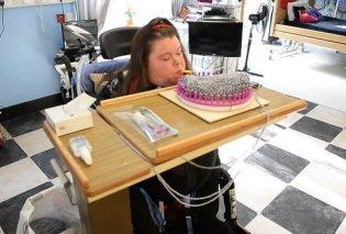 Τετραπληγική γυναίκα μπορεί να πλέκει μόνο με το στόμα της - Δείτε την συγκινητική σκηνή ( ΦΩΤΟ -ΒΙΝΤΕΟ) - Κυρίως Φωτογραφία - Gallery - Video