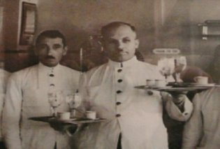 Vintage Story: 1898, το οινομαγειρείο «ΠΑΠΑΝΔΡΕΟΥ» ξεκίνησε σαν πατσατζίδικο από τον Γιάννη και τον Αντώνη Παπανδρέου - Φτωχά παιδιά από την Εύβοια... - Κυρίως Φωτογραφία - Gallery - Video