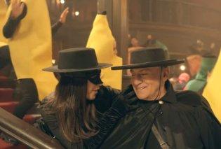 Βίντεο: Ο Παναγιώτης Ψωμιάδης ντύθηκε Ζορό .... για τις απόκριες ή μάλλον για την αποκριάτικη διαφήμιση του Jumbo - Κυρίως Φωτογραφία - Gallery - Video