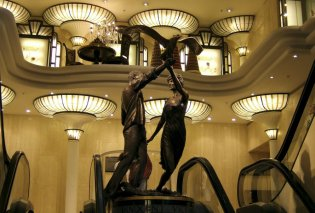 Το Harrods «ξηλώνει» το άγαλμα της πριγκίπισσας Νταϊάνα (ΦΩΤΟ) - Κυρίως Φωτογραφία - Gallery - Video