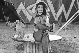 Adoro il circo... Πιο εκθαμβωτική από κάθε φορά η πεντάμορφη Δωροθέα Μερκούρη στον φακό της Μάρας Δεσίπρη (ΦΩΤΟ) - Κυρίως Φωτογραφία - Gallery - Video