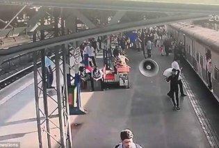 Απίστευτο περιστατικό στην Ινδία: Καρέ - καρέ η διάσωση 5χρονης από αστυνομικό  - Έπεσε σε ράγες τρένου (ΒΙΝΤΕΟ)    - Κυρίως Φωτογραφία - Gallery - Video