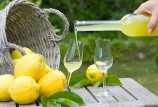 Φτιάξτε μόνοι σας το πιο δροσερό limoncello με ελάχιστα υλικά & οδηγίες της αγαπημένης μας Αργυρώς Μπαρμπαρίγου (ΒΙΝΤΕΟ) - Κυρίως Φωτογραφία - Gallery - Video