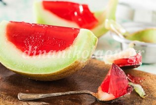 Το πιο πρωτότυπο & φρουτένιο καλοκαιρινό γλυκό! Πεπόνι γεμιστό με ζελέ καρπούζι από την Ντίνα Νικολάου - Κυρίως Φωτογραφία - Gallery - Video
