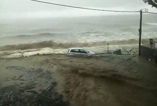 Αυτοκίνητο βρέθηκε στη θάλασσα από τη βροχή στο Πήλιο (Βίντεο) - Κυρίως Φωτογραφία - Gallery - Video