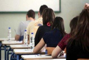 Σκονάκι με την... ευλογία του Θεού - Δείτε τι έκανε μαθητής για να περάσει στις εξετάσεις (VIDEO) - Κυρίως Φωτογραφία - Gallery - Video