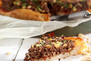 Ιδιαίτερα νόστιμη και χορταστική πίτσα με κιμά και γιαούρτι από την μοναδική μας Ντίνα Νικολάου!  - Κυρίως Φωτογραφία - Gallery - Video