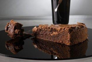 Φανταστικό κέικ σοκολάτας με ελαιόλαδο από τον Στέλιο Παρλιάρο - Κυρίως Φωτογραφία - Gallery - Video