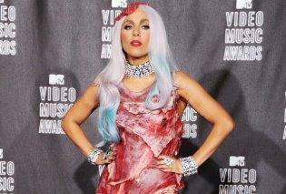 Η Lady Gaga πήγε στο Gay Pride φορώντας τζιν με τον πιο ανατρεπτικό τρόπο- Θυμήθηκε την εποχή που δούλευε σε εστιατόριο (ΦΩΤΟ) - Κυρίως Φωτογραφία - Gallery - Video