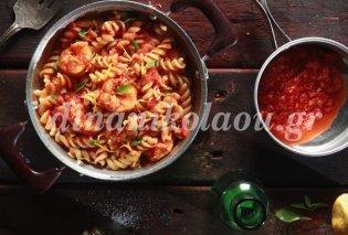 Πεντανόστιμες βίδες με γαρίδες, ωμή ντομάτα και βασιλικό από την Ντίνα Νικολάου - Κυρίως Φωτογραφία - Gallery - Video