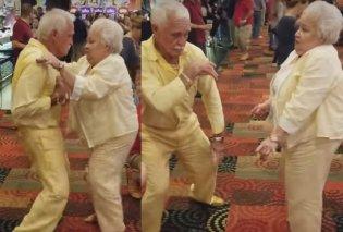 Ηλικιωμένο ζευγάρι έβαλε κίτρινα ρούχα &... χόρεψαν σαν 20αρηδες! Μπράβο παππού- γιαγιά σκίζετε! (ΒΙΝΤΕΟ) - Κυρίως Φωτογραφία - Gallery - Video