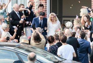 Παντρεύτηκε η Βανέσα Παραντί τον ωραίο σκηνοθέτη της- Όμως ο 16χρονος γιος της από τον Τζώνυ Ντεπ είναι βαριά άρρωστος (ΦΩΤΟ) - Κυρίως Φωτογραφία - Gallery - Video
