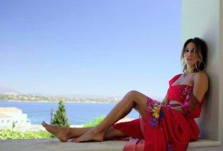 Η Έλλη Κοκκίνου δείχνει την ταυτότητά της on camera  (Βίντεο) - Κυρίως Φωτογραφία - Gallery - Video