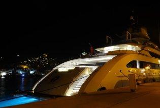 Σύρος: Πλωτή έπαυλη κατέπλευσε στο λιμάνι- Σκάφος- παλάτι 820.000.000 ευρώ (ΦΩΤΟ-ΒΙΝΤΕΟ) - Κυρίως Φωτογραφία - Gallery - Video