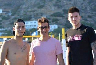 O Σάκης Ρουβάς, μπλοκάρει, πασάρει, καρφώνει στο Beach Volley στην Ίο (φωτο)  - Κυρίως Φωτογραφία - Gallery - Video