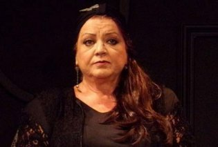 Το τελευταίο αντίο στην Τζέσυ Παπουτσή: Τραγική φιγούρα ο γιος της, πολλοί συνάδελφοί της παρευρέθηκαν στην κηδεία (Φωτό) - Κυρίως Φωτογραφία - Gallery - Video
