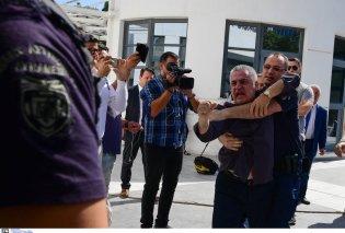 Στα δικαστήρια ο δολοφόνος της Δώρας Ζέμπερη- Του επιτέθηκε ο πατέρας της (ΦΩΤΟ-ΒΙΝΤΕΟ) - Κυρίως Φωτογραφία - Gallery - Video