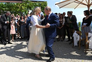 Γαμήλιες χαρές για τον Πούτιν : Χόρεψε τη νύφη με τέτοια επιδεξιότητα που άφησε τους πάντες άφωνους (φωτο)  - Κυρίως Φωτογραφία - Gallery - Video