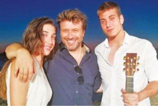 """Η κόρη & ο γιος του Πλούταρχου τραγουδούν Πάριο  """"Αχ Αγάπη"""" & το διαδίκτυο σε παραλήρημα (βιντεο) - Κυρίως Φωτογραφία - Gallery - Video"""